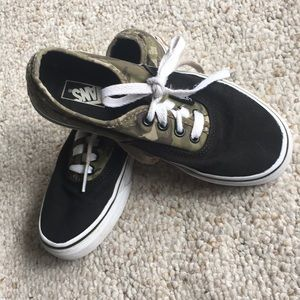Toddler Boys Camouflage Sneakers Size 2 Brand New Jumping Beans Shoes